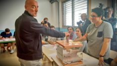 Nicolás de Miguel (Ciudadanos), votando en San Sebastián. (TW)