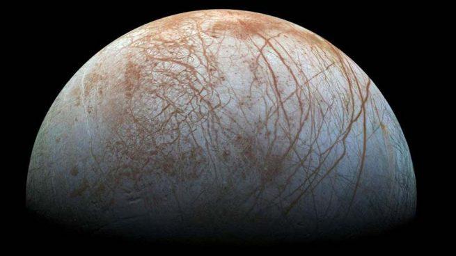 El Hubble descubre posibles chorros de agua a presión en la luna Europa de Júpiter