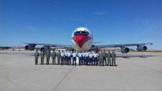 Tripulaciones del Ala47 despiden al Boeing 707 en la Base Aérea de Torrejón. (Fofo: Ejército del Aire)