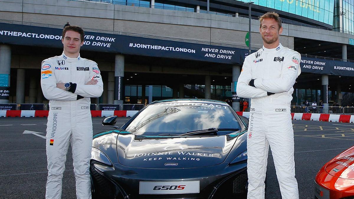 Jenson Button advierte a su compañero Vandoorne de todas las dificultades que se va a encontrar la temporada que viene en McLaren. (Getty)