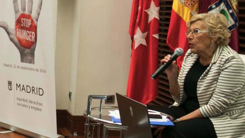 La alcaldesa Carmena presentando una campaña de concienciación. (Foto: Madrid)