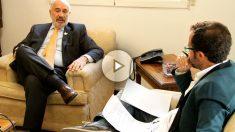 Alberto Furmanski, embajador de Colombia en España, durante la entrevista. (Foto y Vídeo: E.F.)