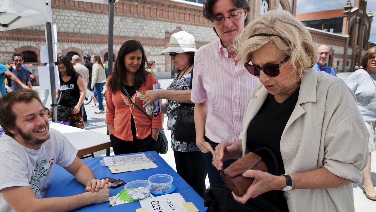 La alcaldesa Manuela Carmena en Matadero Madrid, uno de los centros afectados. (Foto: AM)