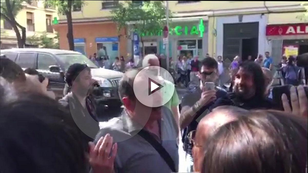 Militantes 'pedristas' en Ferraz. (OKDIARIO)
