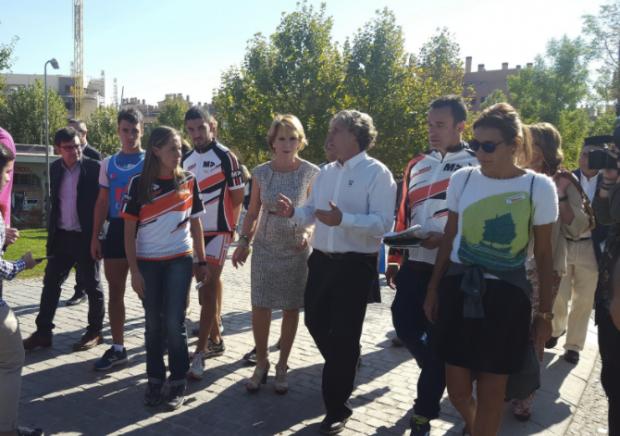La visita de Aguirre ha sido celebrada por los afectados. (Foto: PP)