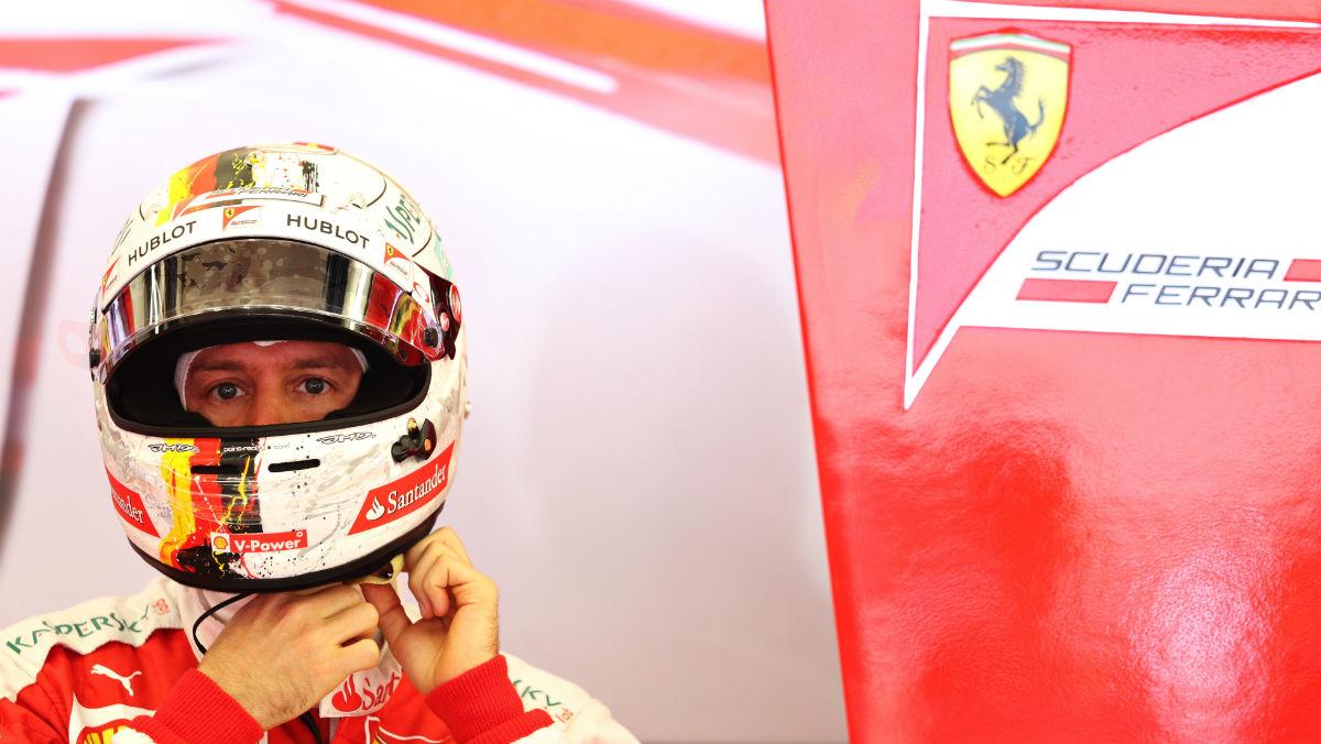 Sebastian Vettel, en el box de Ferrari. (Getty)