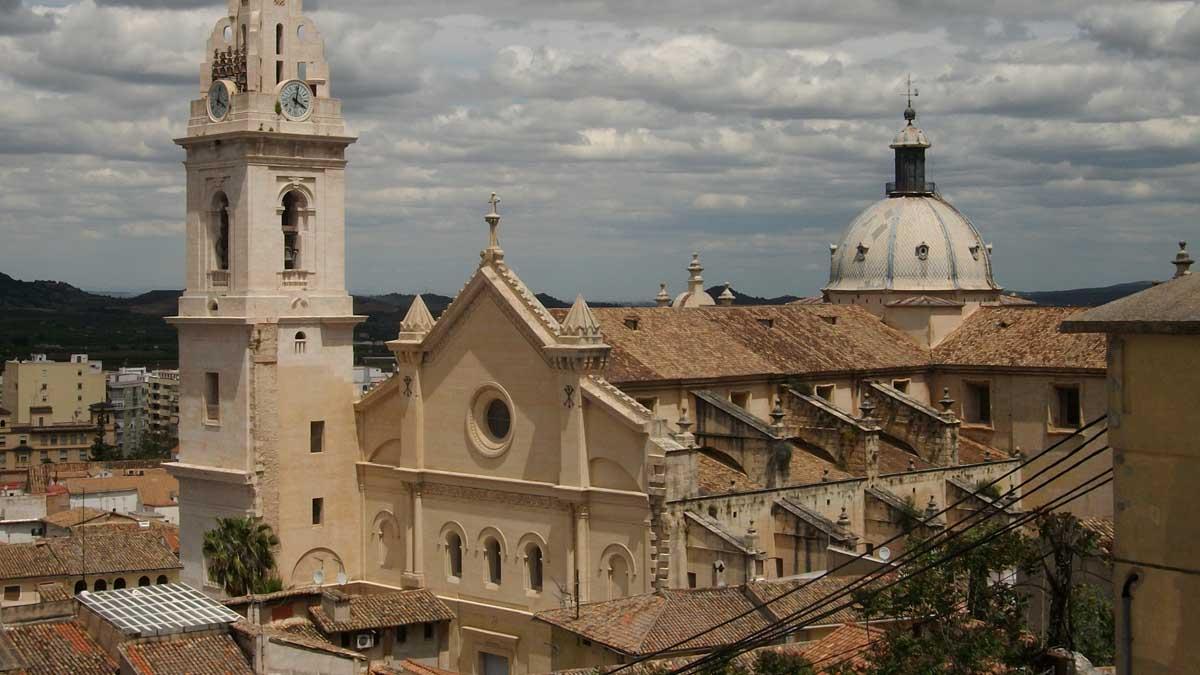 Imagen panorámica de una parroquia de Xativa.
