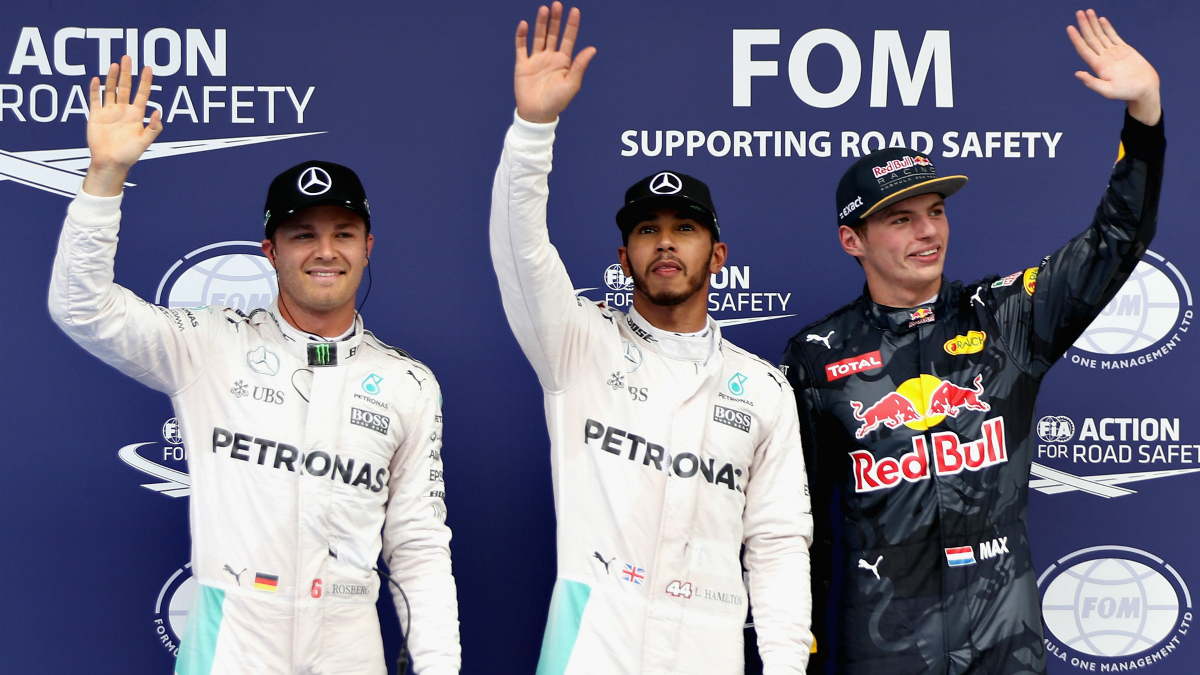 Rosberg, Hamilton y Verstappen saludan tras la clasificación del GP de Malasia. (Getty)