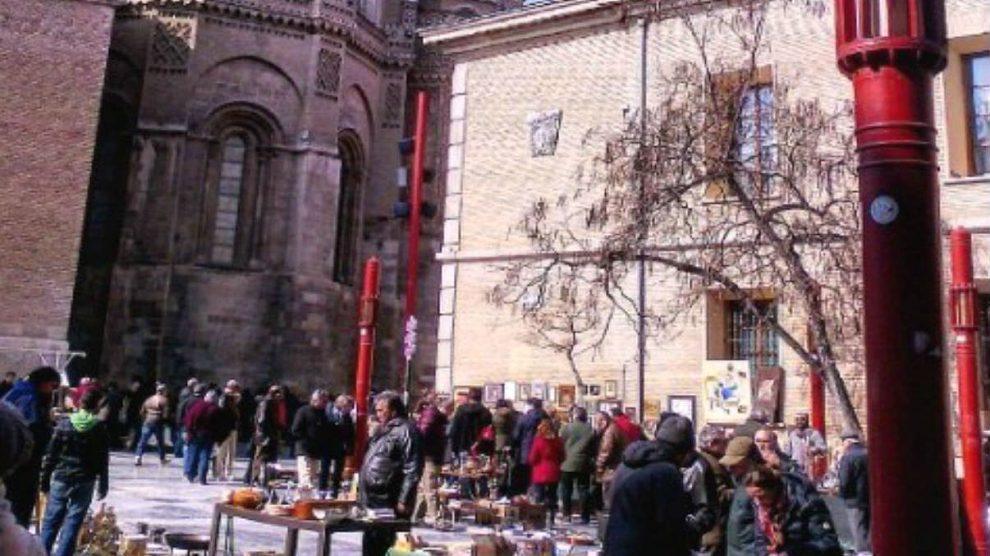 Mercadillo de antigüedades de Plaza San Bruno en las Fiestas del Pilar 2016