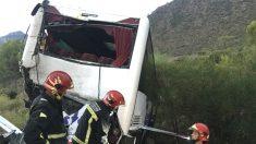Imagen de un vehículo accidentado recientemente en las carreteras españolas. (Foto: EFE)