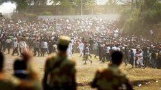 La Policía echó gas lacrimógeno sobre la gente en Etiopía (Foto: Reuters)