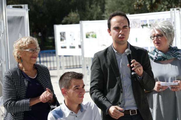 Manuela Carmena, Pablo Soto (Transparencia), José Manuel Calvo (Urbanismo) y asesora. (Foto: Madrid)