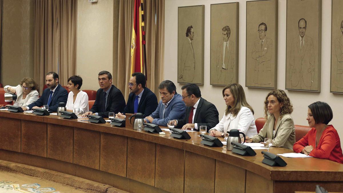 Reunión del Grupo Socialista en el Congreso. (Foto: EFE)