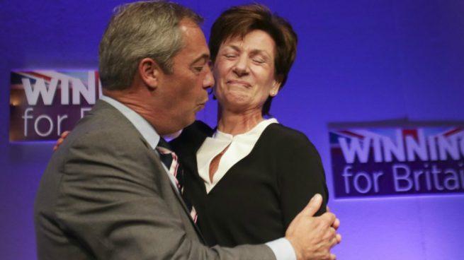 El ultra Farage sí apoya a Trump: «Es un macho alfa que dominó a Hillary» en su último debate