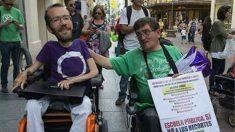 El secretario de Organización de Podemos, Pablo Echenique con Antonio Aramoyano. (Fuente: Twitter)