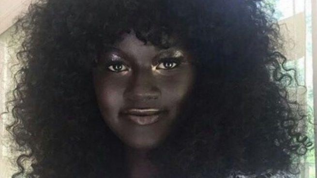Así es Khoudia Diop, la modelo senegalesa que triunfa en redes sociales por su color de piel