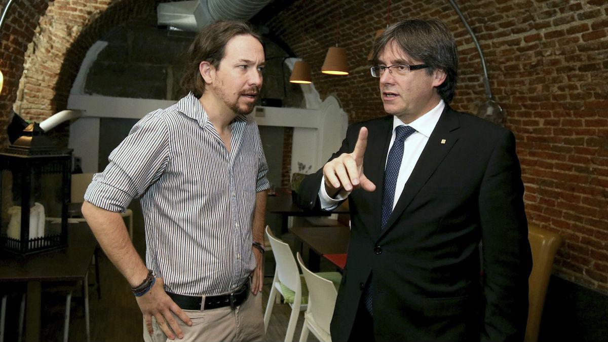Pablo Iglesias y Carles Puigdemont. (Foto: EFE)