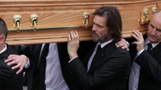 Ahora la madre de la ex de Jim Carrey también le denuncia