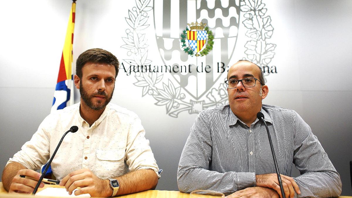 El alcalde accidental de Badalona, a la derecha, y el tercer teniente de alcalde, en la rueda de prensa del pasado martes  (Foto;: Efe).