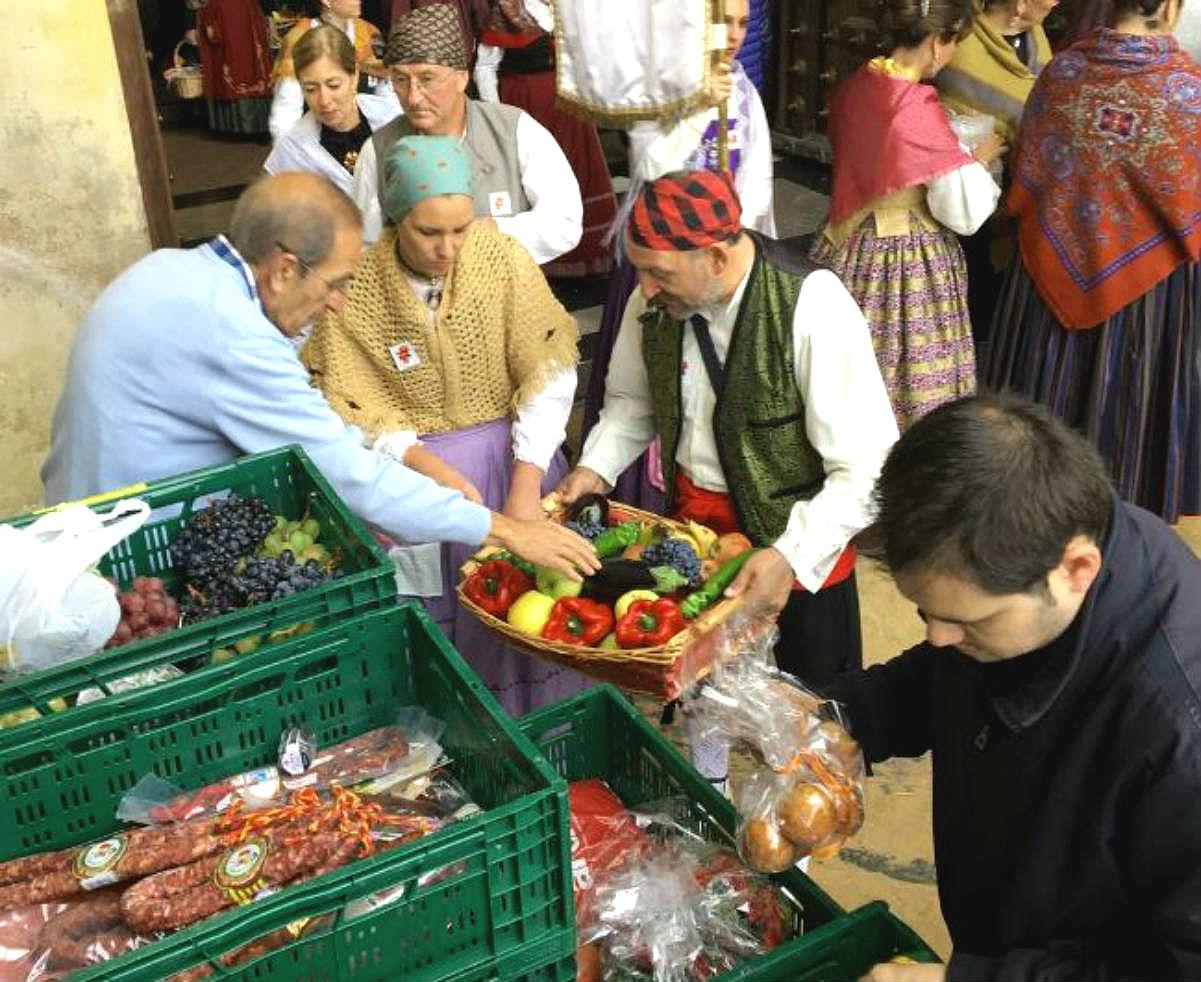 La solidaria ofrenda de frutos del Pilar 2016