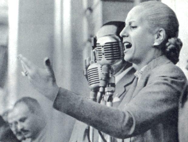 Eva Perón, a pesar de no ostentar ningún cargo público, fue conocida por su compromiso con algunas causas sociales.