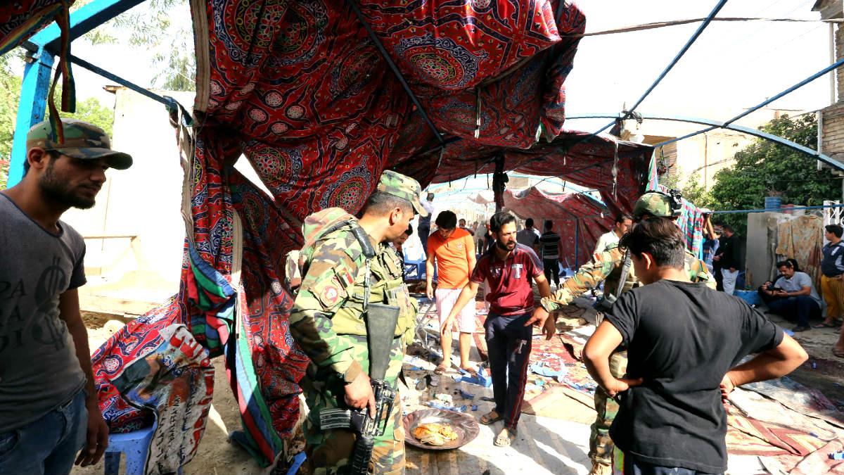 Fuerzas del orden y ciudadanos en el lugar del atentado (Foto: AFP).