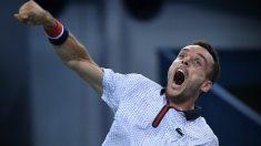 Roberto Bautista estalla de alegría tras ganar a Djokovic en Shanghái. (AFP)