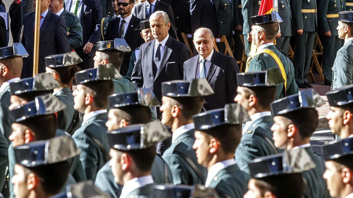 Arsenio Fernández de Mesa junto al ministro del Interior (Foto: Efe).