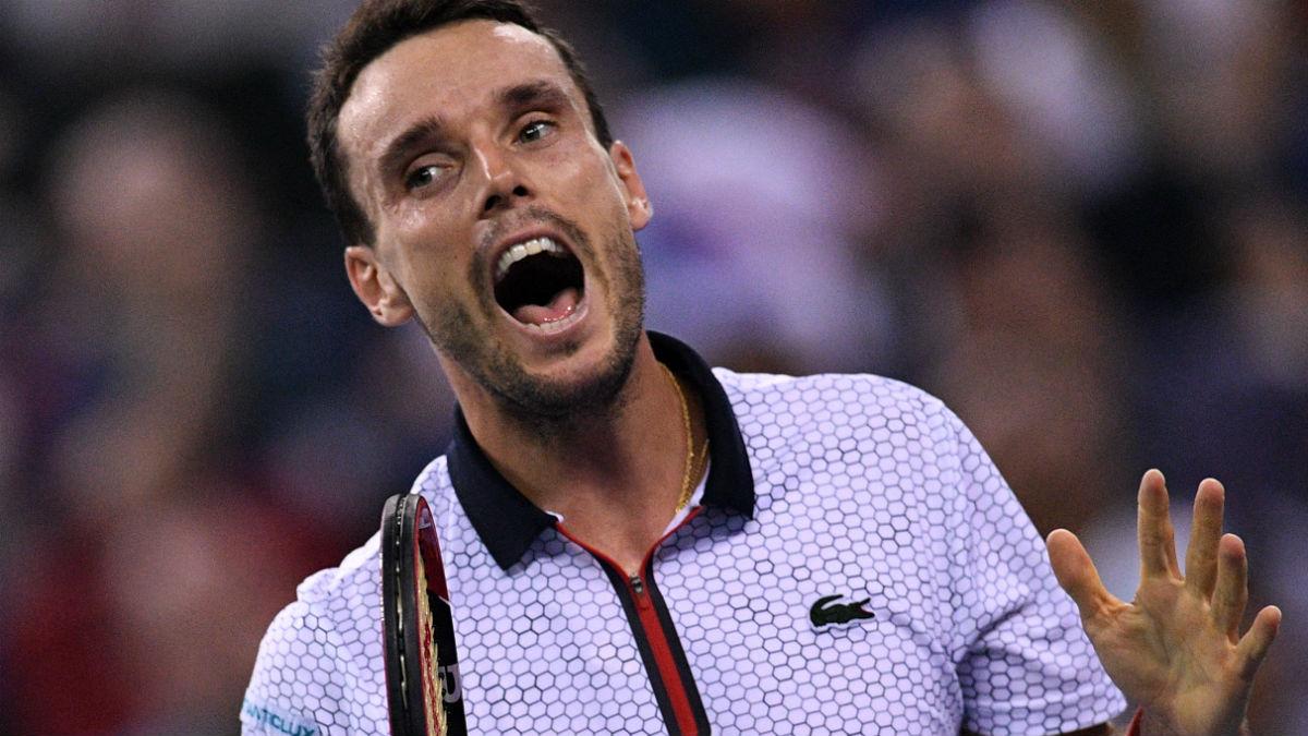 Roberto Bautista se lamenta en la final ante Andy Murray. (AFP)