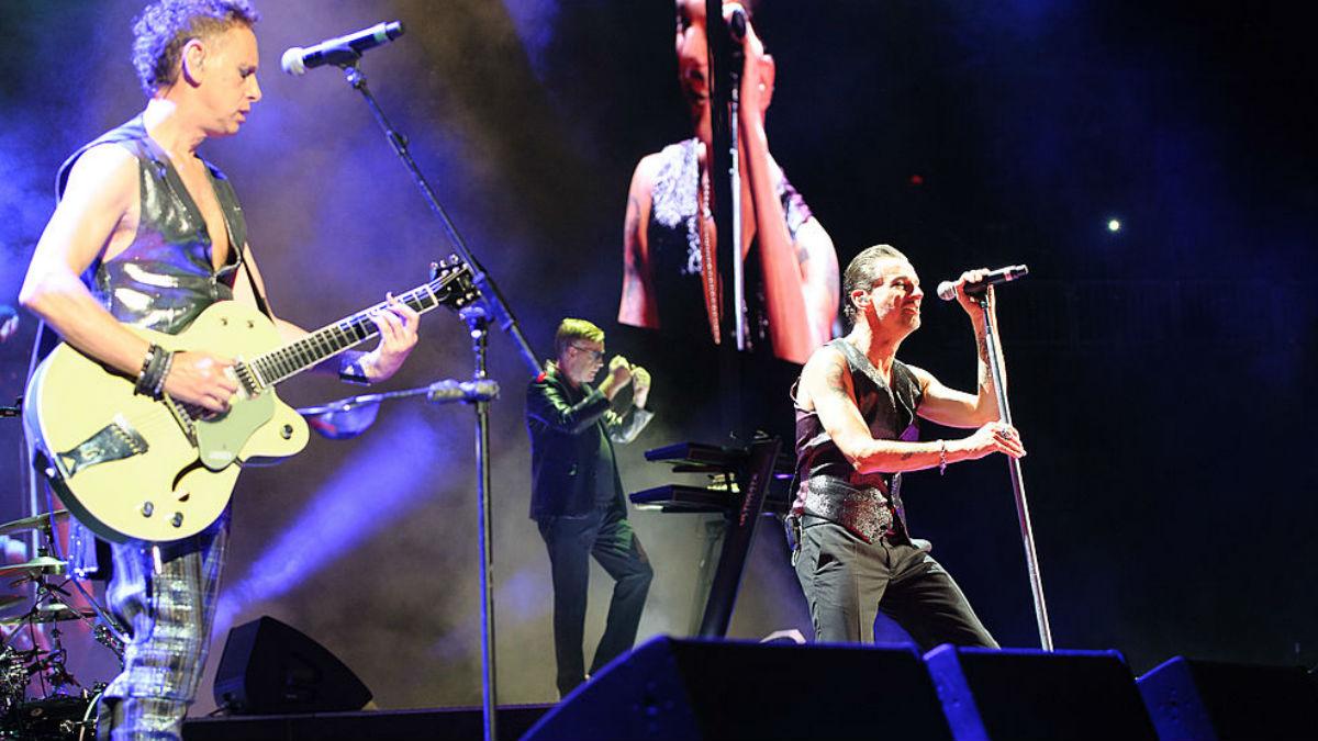 : Martin Gore, Andrew Fletcher y Dave Gahan, integrantes de Depeche Mode en un concierto en Nueva York. GETTYIMAGES