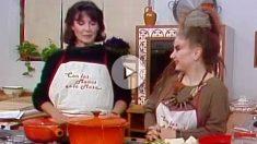 Alaska, en el plató de 'Con las manos en la masa', cocinando con Elena Santonja. (RTVE)