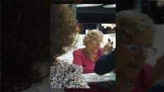 La alcaldesa Carmena en el aeropuerto de Adolfo Suárez Madrid-Barajas. (Foto: OKDIARIO)
