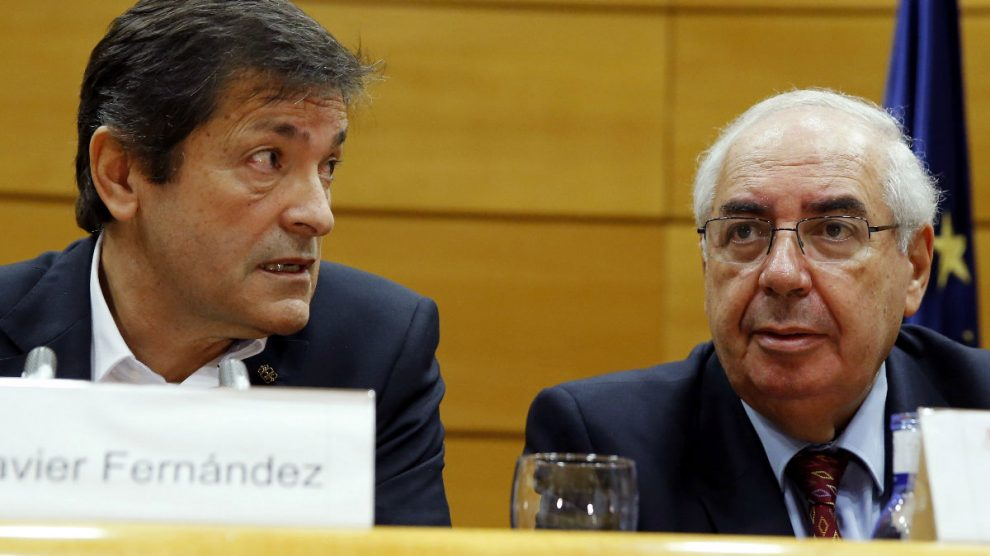 Javier Fernández junto a Álvarez Areces. (Foto: EFE)