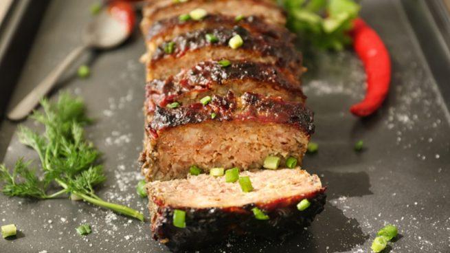 Pastel de carne con salsa de cebolla