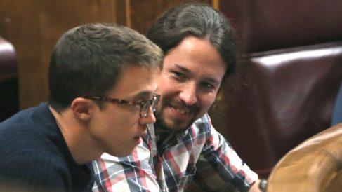 Los diputados de Unidos Podemos, Íñigo Errejón (i) y Pablo Iglesias (Foto: Efe)