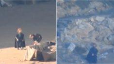 Peter Dinklage que interpreta a Tyrion Lannister en la popular serie Juego de Tronos rodando en la playa vasca de Muriola. TWITTER