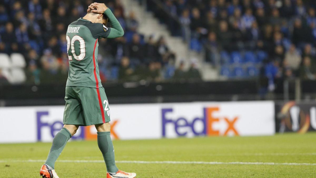Aduriz se lamenta tras fallar una ocasión con el Athletic. (AFP)