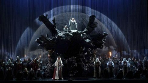 La impresionante puesta en escena de 'Norma' de Bellini la convierten en un clásico para los amantes de la ópera. EFE