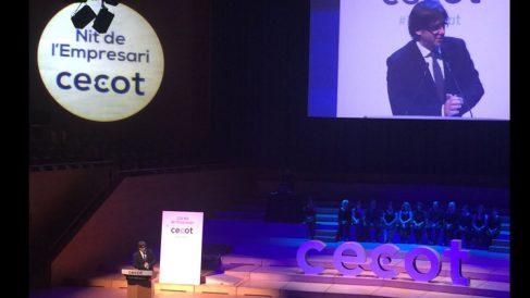 El presidente de la Generalitat, Carles Puigdemont, durante su discurso en la gala de CICOT.