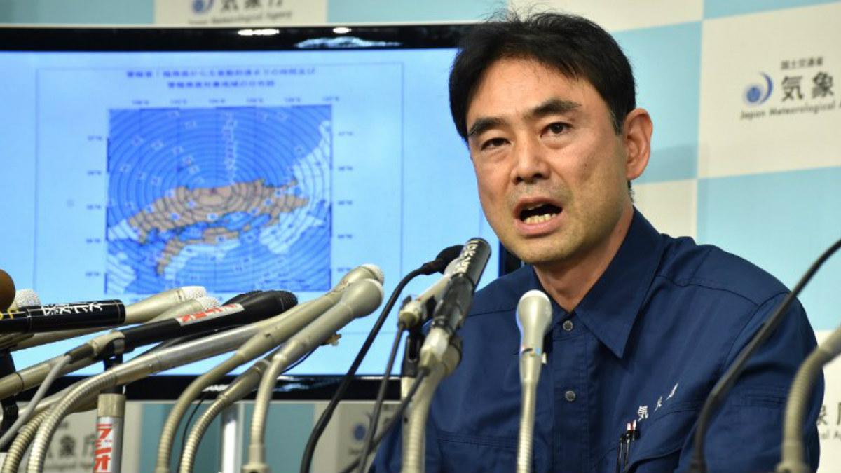 El oficial de la agencia metereológica de Japón, Gen Aoki, durante la rueda de prensa ofrecida en Tokyo. AFP
