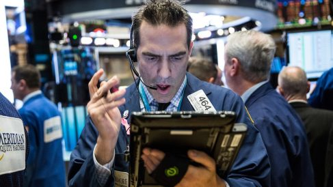 Agentes de Bolsa en el New York Stock Exchange. (Foto: Getty)