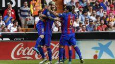Los jugadores del Barcelona celebran el gol de Messi. (EFE)