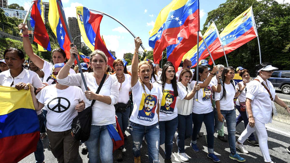 Lilian Tintori encabezando la manifestación contra Maduro (Foto: AFP).