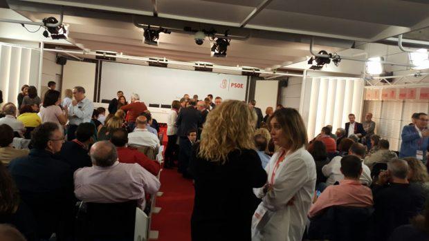 139 votos a favor de la abstención y 96 en contra: así ha sido el minuto a minuto del Comité Federal