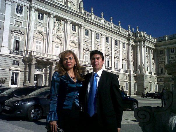 embajadora-aminta-buenano-palacio-real