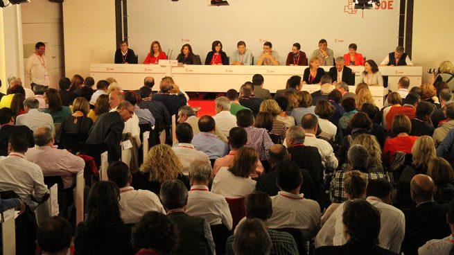 Ocho líderes regionales de PSOE firman una carta en la que piden una abstención mínima