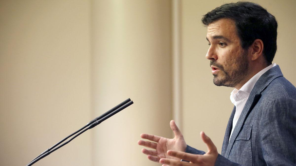 Alberto Garzón en la rueda de prensa posterior a su reunión con el Rey. (Foto: EFE)