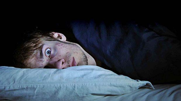 dormir ojos abiertos