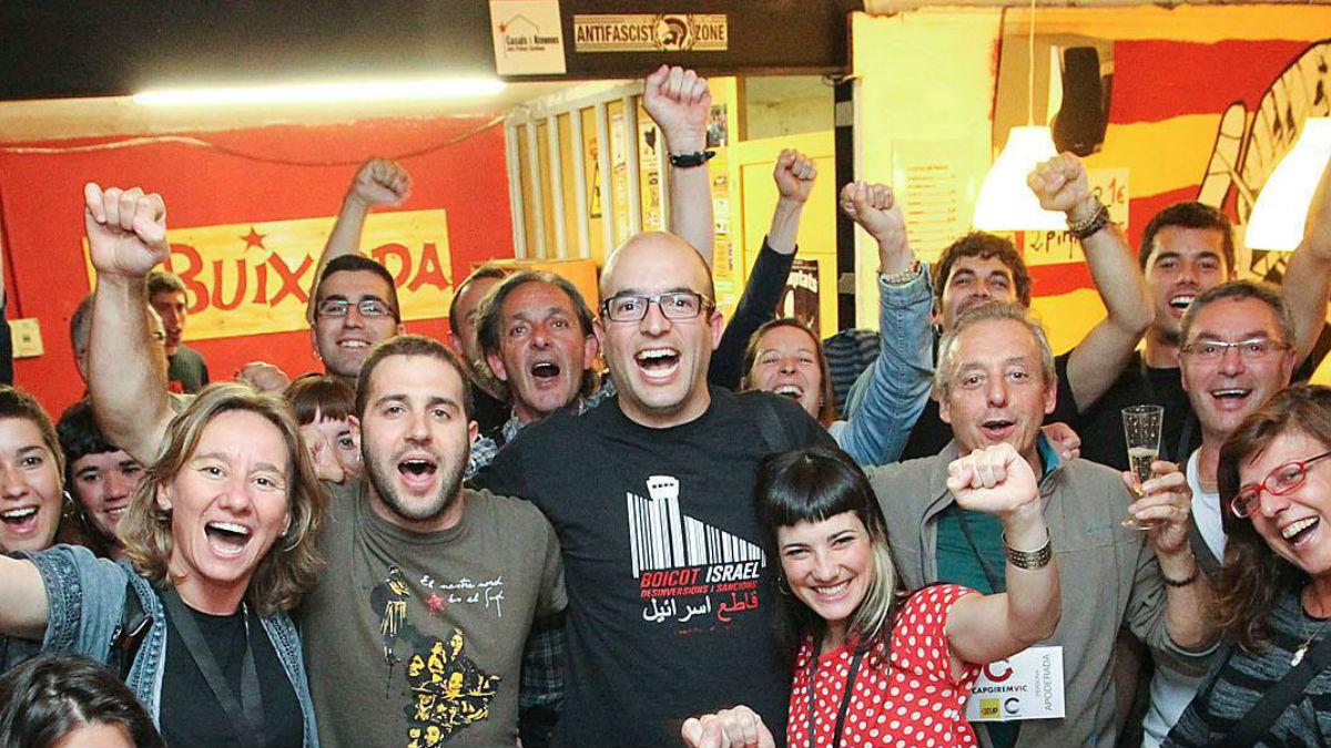 El concejal de la CUP en Vic Joan Coma (centro). (Foto: Facebook)