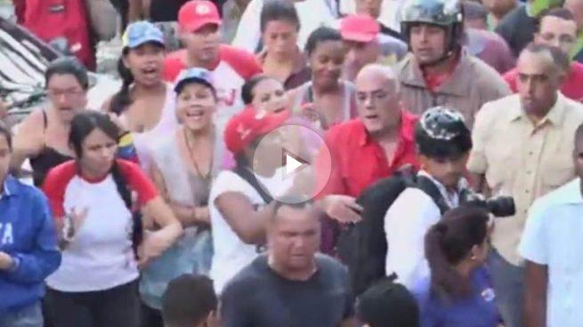 Radicales seguidores de Maduro entran por la fuerza en la Asamblea Nacional